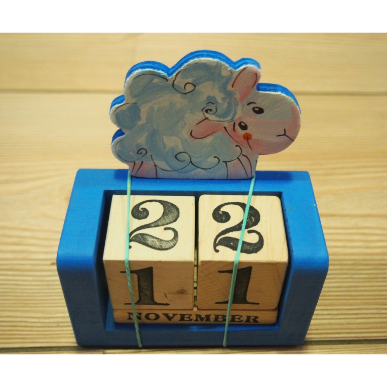 Drevený kalendár ovečka