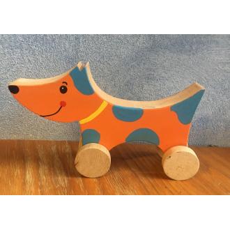 Drevený psík na kolieskach