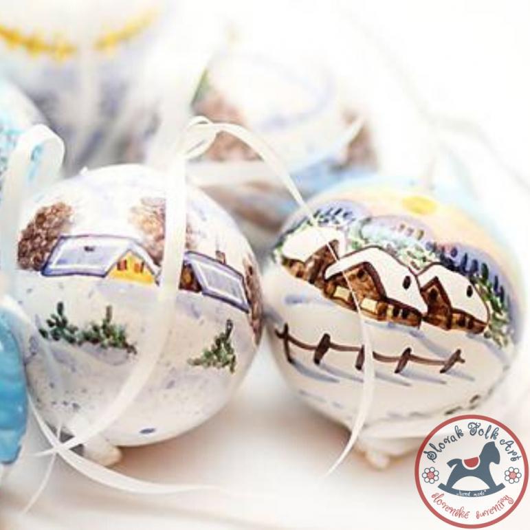 Vianočná guľa domčeky