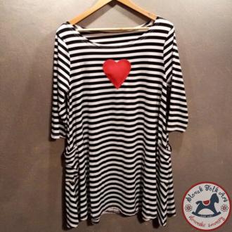 Šaty pre ženu s pískajúcim srdiečkom