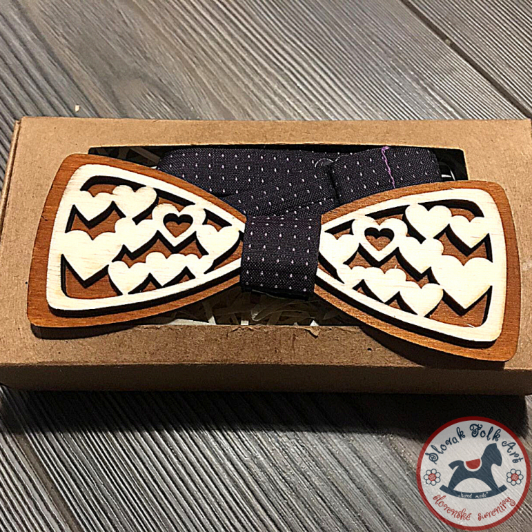 Wooden bow tie (hearts)