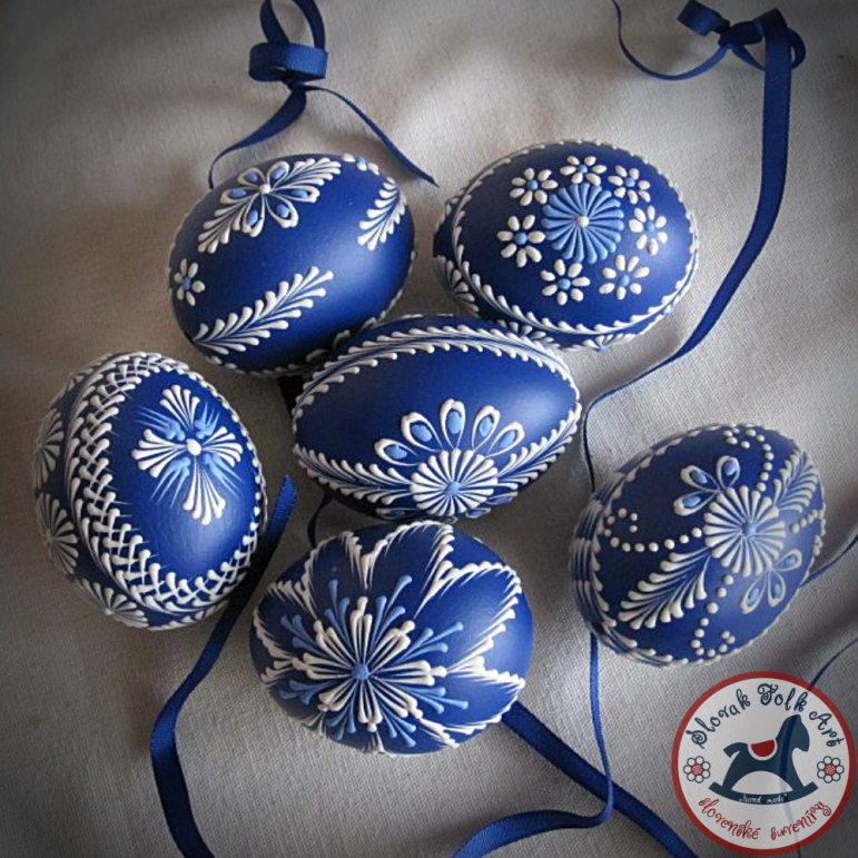 Waxy Easter egg (blue)