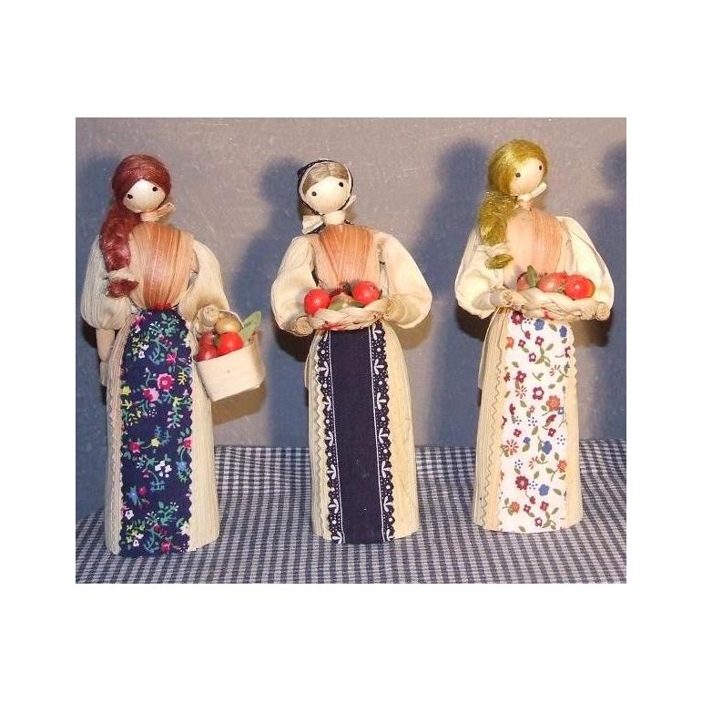 Šúpoľová bábika s metlou